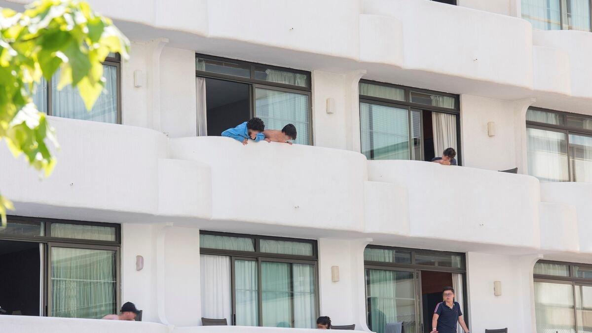 Imputada una directora general del Gobierno balear por confinar a estudiantes