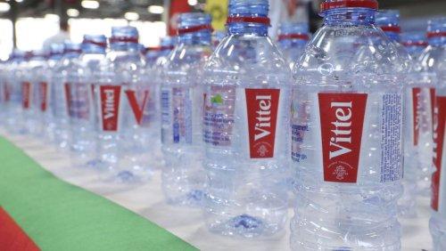 Kein Vertrieb mehr über Lidl Nestlé zieht umstrittenes Wasser Vittel zurück