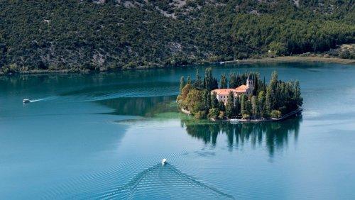 Kroatiens kaiserliche Kulisse Silbersee und Wasserfälle im Krka-Nationalpark