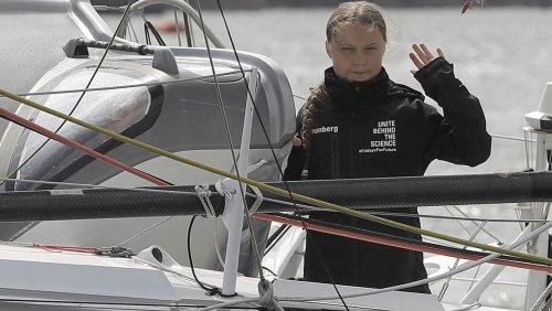 Satire: Greta Thunberg streicht Flüge von Crew-Mitarbeitern