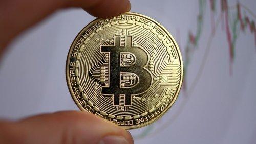 Kursrutsch am Kryptomarkt Bitcoin stürzt ab, Dow Jones und Dax knicken ein