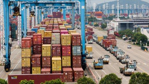 """""""Schlecht für Lieferketten"""" Schiffsstau in China zwingt Reeder zum Umplanen"""