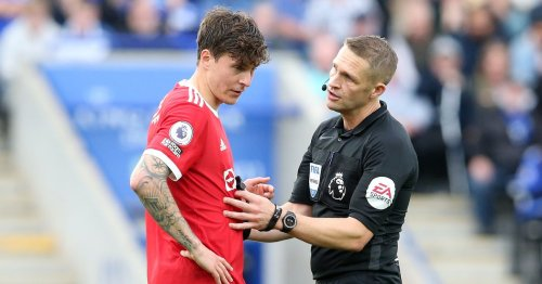 Referee hailed for 'terrific' decision that led to Man United defeat