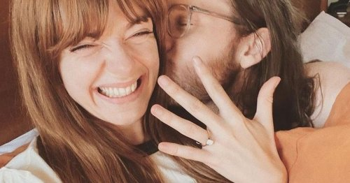Blossoms star proposes to girlfriend after huge AO Arena homecoming gig