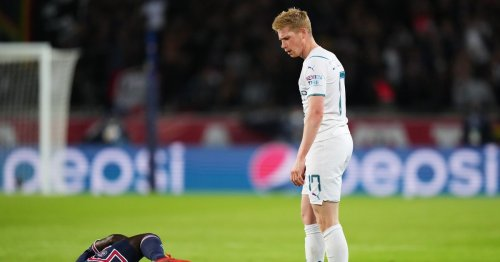 Man United fans slam lack of 'consistency' after De Bruyne escapes red card