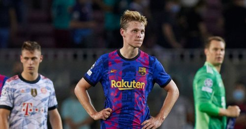 United need to take advantage of Barcelona to solve their midfield problem