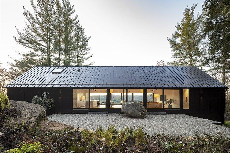 Desai Chia Ledge House Achieves Minimalism in Nature