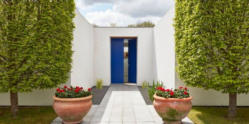A Minimalist Architectural Gem Tucked Away in the English Countryside