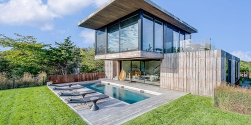 Stadium Seating Takes in the Sunsets Atop This Modern Hamptons Beach House