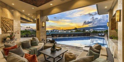 Sprawling Single-Story Mansion in Honolulu Brings the Outdoors Inside