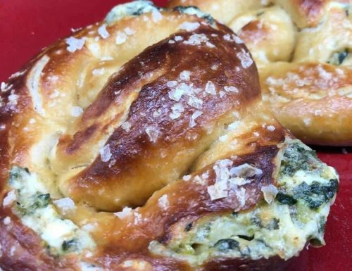 Beer Soft Pretzels Stuffed with Spinach Artichoke Dip