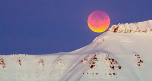 A Super Blood Flower Moon Will Be Gracing Australian Skies This Month, And No, It's Not The Apocolypse