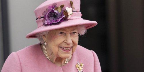 """Elizabeth II refuse le prix d'""""ancienne de l'année"""", estimant ne pas remplir les critères"""