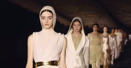 Défilés Croisière 2022 : Dior fait rimer antique et athlétique