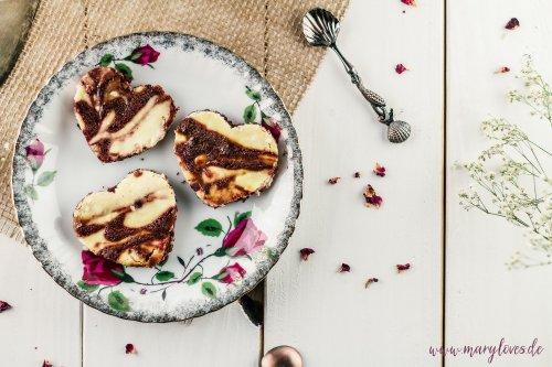 Käsekuchen-Brownies in Herzform & Brownie-Cake-Pops - Mary loves
