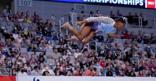 Simone Biles wows with a routine that's simply stunning in slow motion