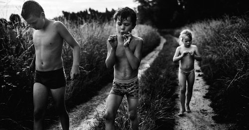 Stunning photo series celebrates contemporary childhood without technology
