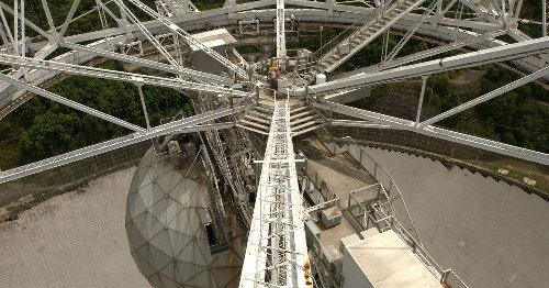 Exact moment of major Arecibo telescope collapse captured on video
