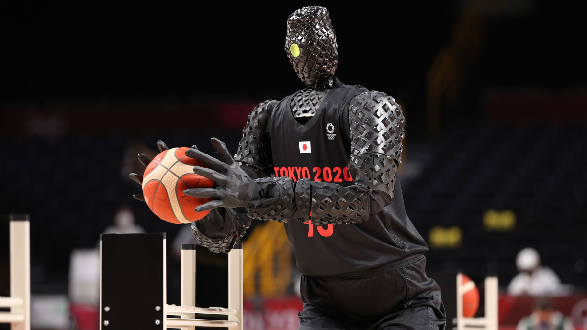 There's a robot sinking basketballs at the Tokyo Olympics. It's wild.
