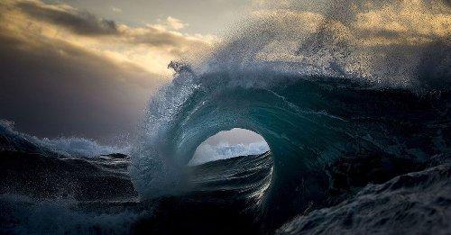 Photographer captures the moody ocean at daybreak