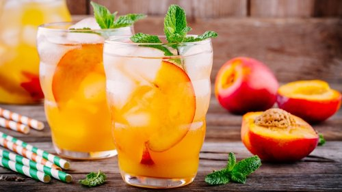Aldi's Peach-Flavored Hard Seltzer Is Turning Heads