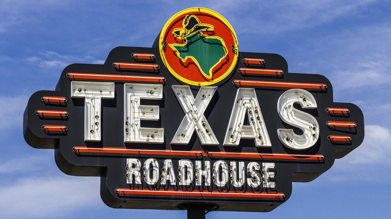 Man Accused Of Doing 'Most Karen Thing Ever' At Texas Roadhouse
