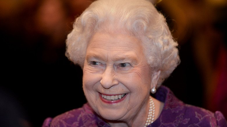 You Have To Follow This Odd Dinner Rule When Eating With The Queen