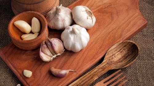 You've Been Storing Garlic Wrong. Here's The Right Way To Do It
