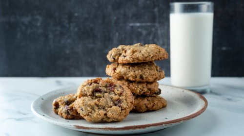 Cranberry Oatmeal Cookies Are A Refreshing New Treat