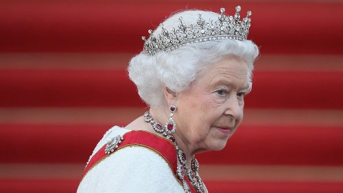 Foods The Queen Forbids The Royal Family From Eating