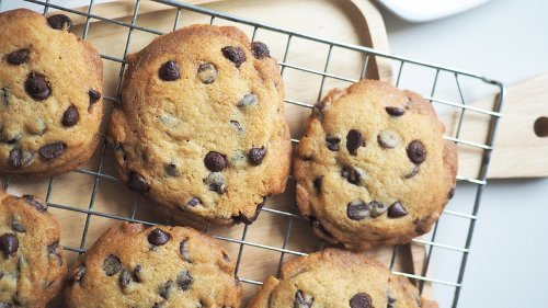 Here's What Happens When You Add An Extra Egg Yolk To Chocolate Chip Cookies