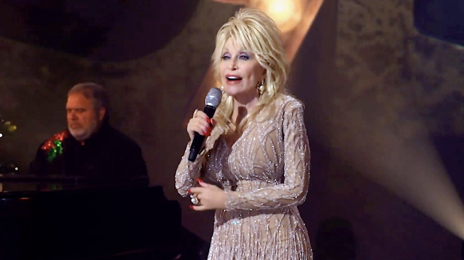The Surprising Meal Dolly Parton Makes For Breakfast