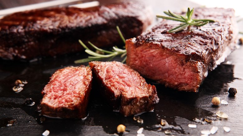 Mistakes We All Make When Eating Steak
