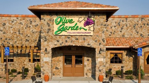 The Real Reason Olive Garden's Salad Is So Delicious