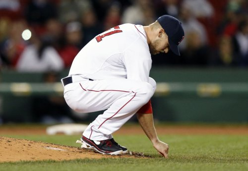 Former Sox reliever Daniel Bard pitches in first MLB game since April 2013