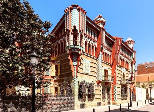 This lavish Antoni Gaudí-decorated Barcelona home is available on Airbnb for €1
