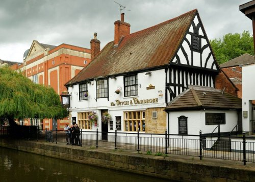 Make $40,000 by visiting historic pubs along the coast of England