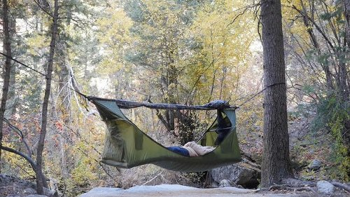 ハンモックとテントのいいとこどり!? 超コンパクト装備で快適に眠れそうだ〜   ROOMIE(ルーミー)