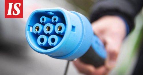 Miltä tuntuisi sähköautoilijana maksaa polttoaineveroa? Autonvalmistajat lähtivät mukaan protestiin