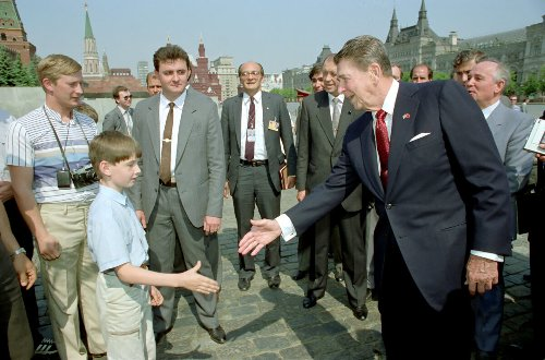 Does This Photo Show a Young Vladimir Putin Spying on Ronald Reagan?