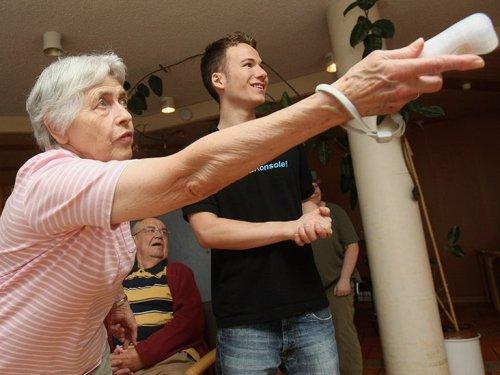 Dementia: 'Exergaming' may improve symptoms, pilot study shows