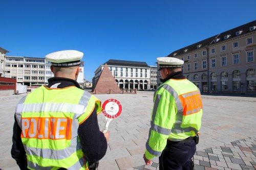 Polizei informiert über Versammlungen auf dem Marktplatz in Karlsruhe