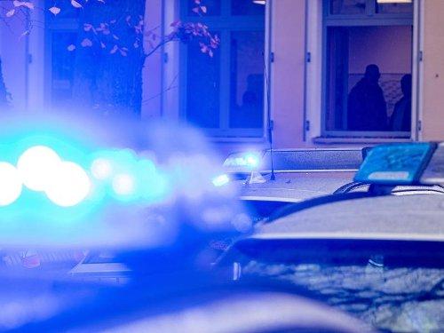 Unbekannte überfallen 89-Jährige in ihrer Wohnung in Knielingen