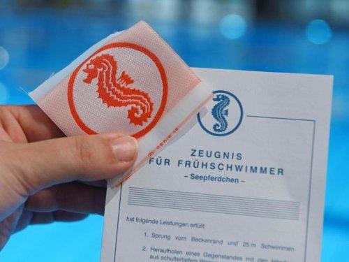"""Schwimmen lernen in Karlsruhe: Projekt """"SchwimmFix"""" feiert Jubiläum"""