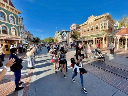 How California theme parks will verify visitors have been vaccinated
