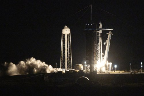 SpaceX capsule returns four civilians from orbit, capping off first tourism mission