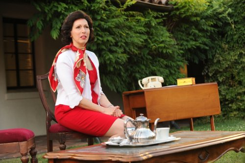 Palo Alto Players serve live outdoor production of 'Tea'
