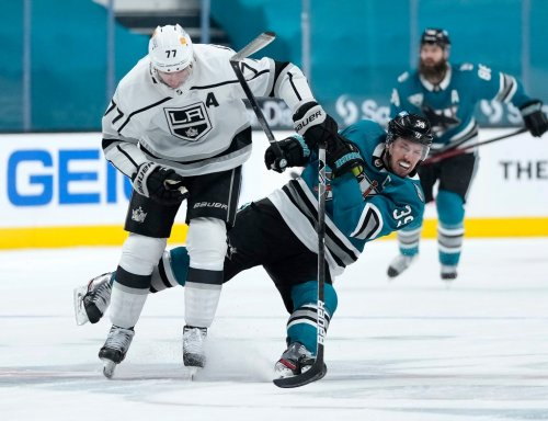 Sloppy second period dooms Sharks in loss to Los Angeles Kings