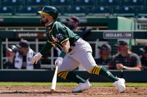 SF Giants sign former A's outfielder to minor league deal