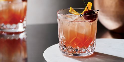 9 Classic Cocktails You Should Know How to Make, According to Pros